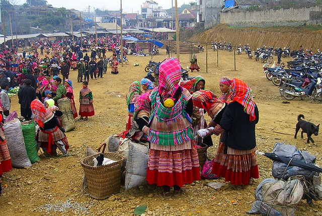Colourful Sapa Market Tours