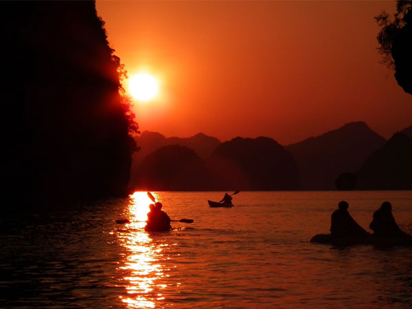 Kayaking Halong Bay Tour 2 days