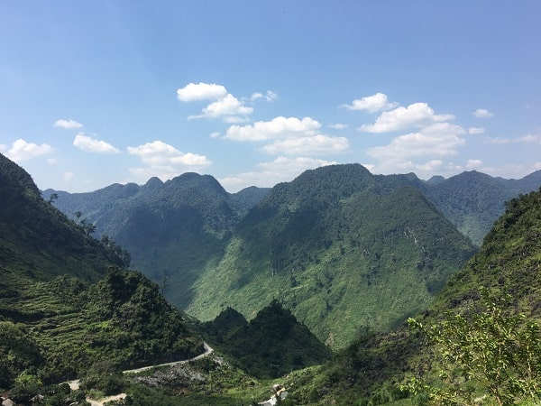 Impressive Ha Giang Adventure : gorgeous landscapes of mountains & rice terraces