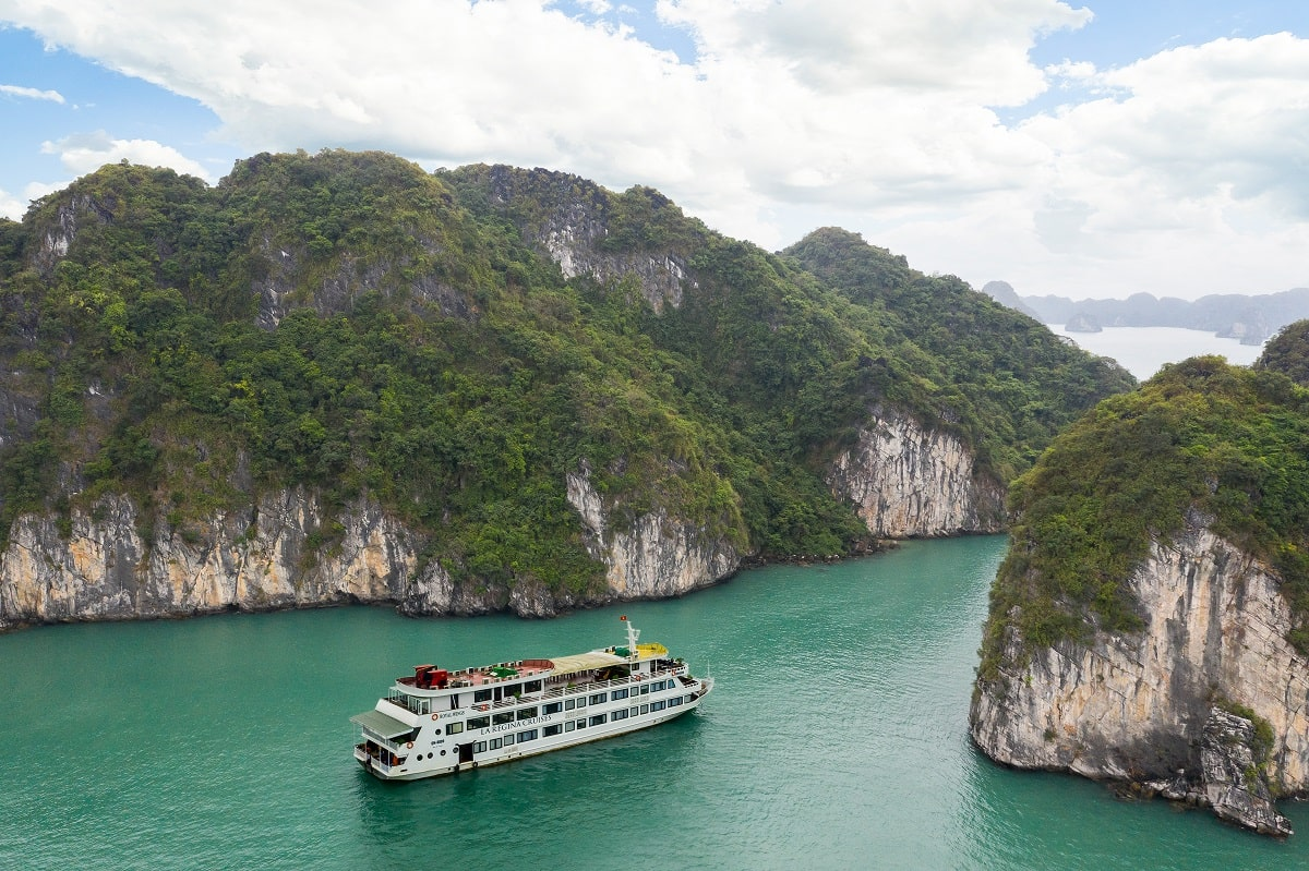 La Regina Royal Cruise to untouched Bai Tu Long bay
