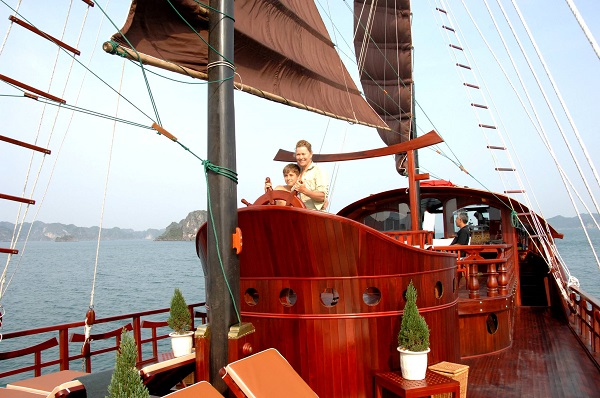 Red Dragon Cruise to Exotic Bai Tu Long Bay 2 Days