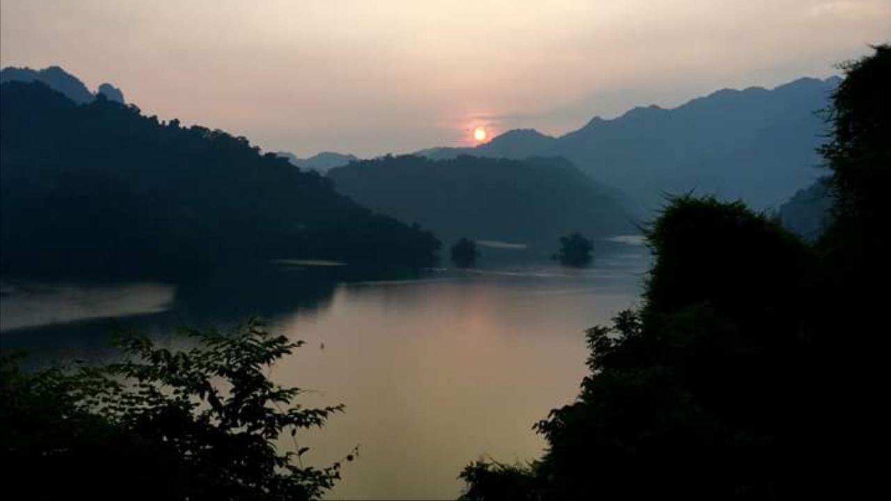 Sunset in Ba Be lake