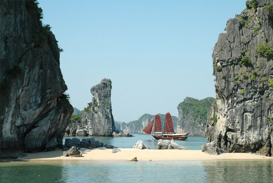 Bai Tu Long Bay-beach
