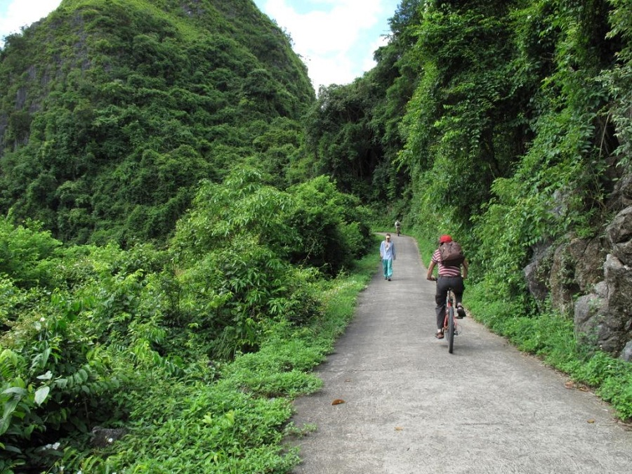 Cat Ba island-biking