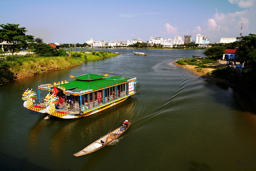 Central Vietnam Journey - Dragon cruise