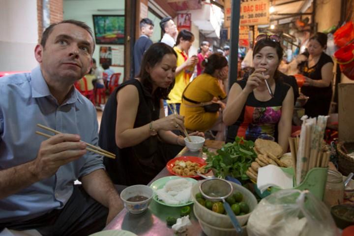 Dong Xuan Market meals