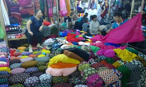 Dong Xuan Market stall
