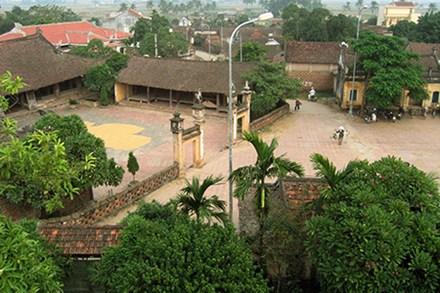Duong Lam village's communal house