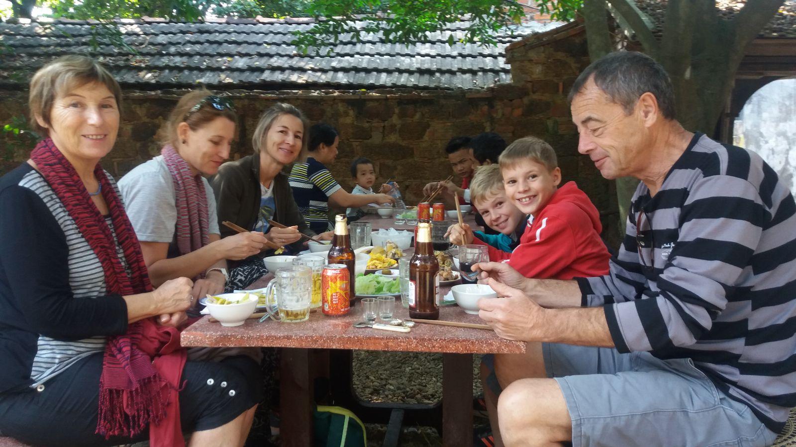 Lunch in Duong lam village