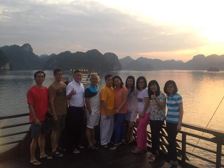 Halong bay cruises with Malaysia Group