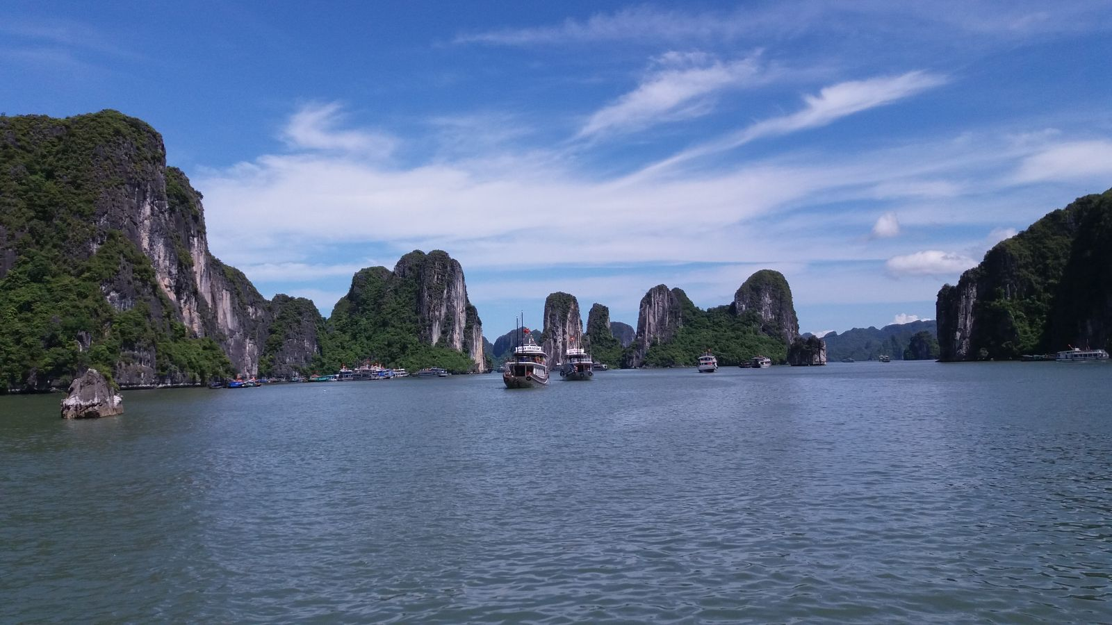 Halong bay day cruise - view