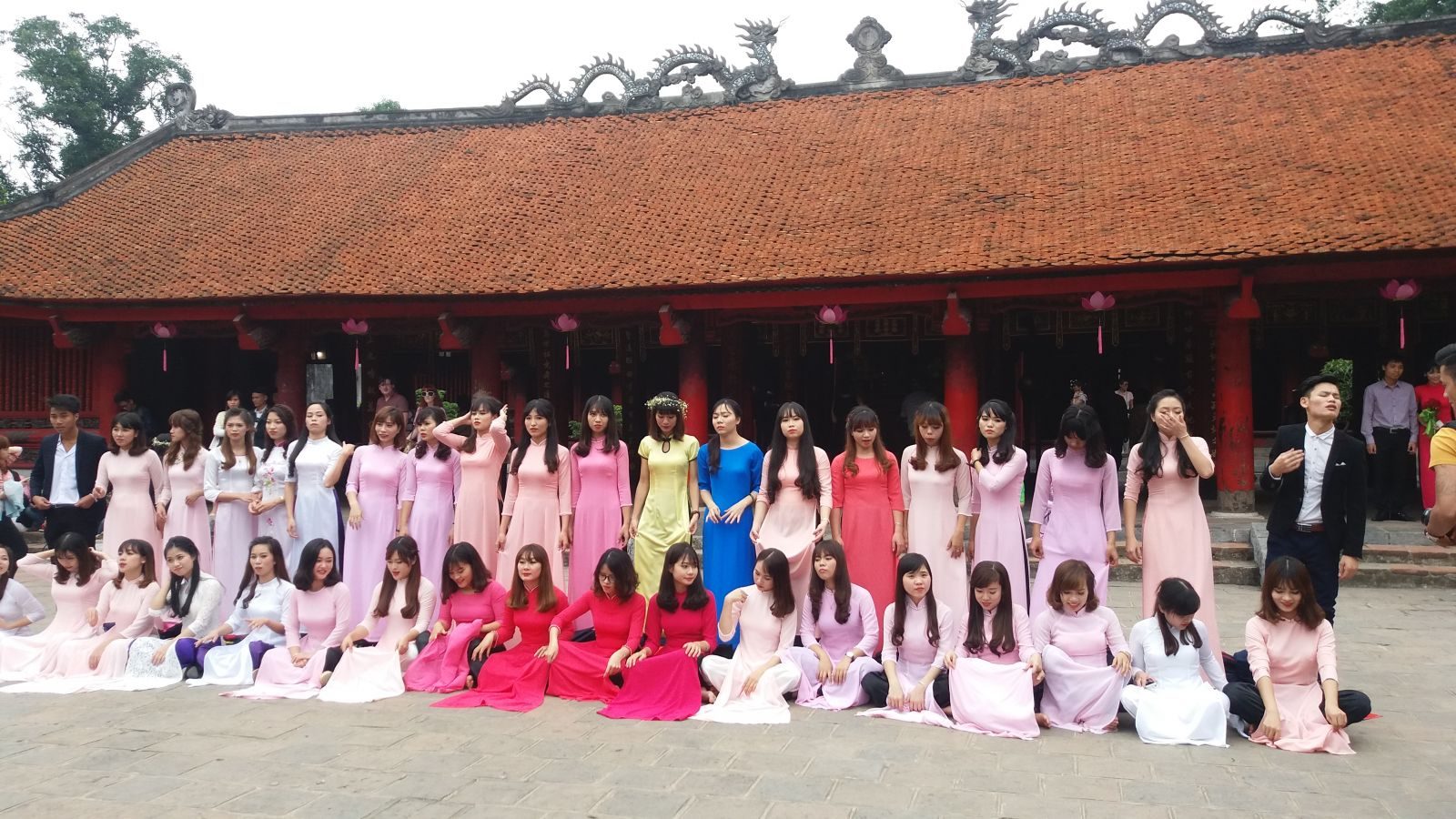 Hanoi package tour- Temple of Literature