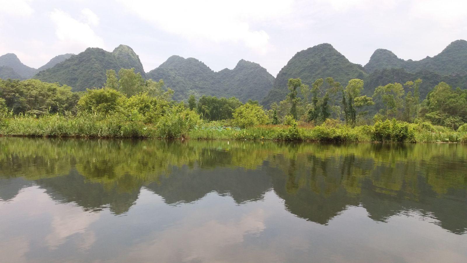 Hanoi day trip to perfume pagoda