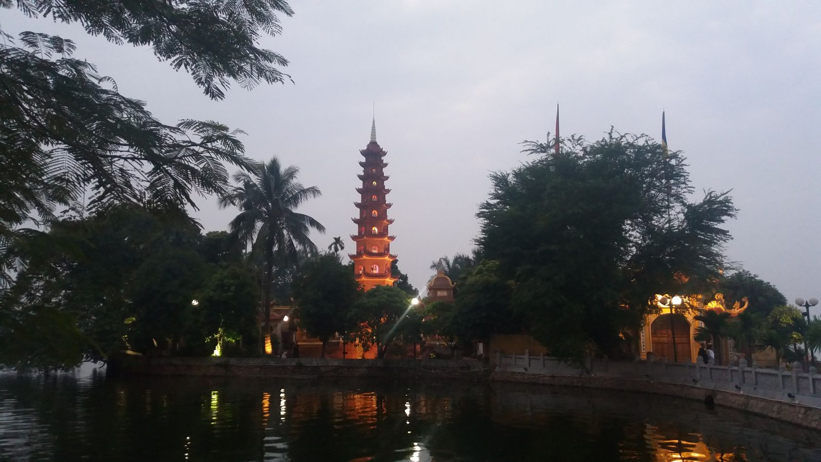 Hanoi top ting to do - Tran Quoc pagoda