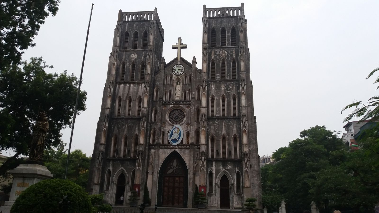Hanoi tour package -church