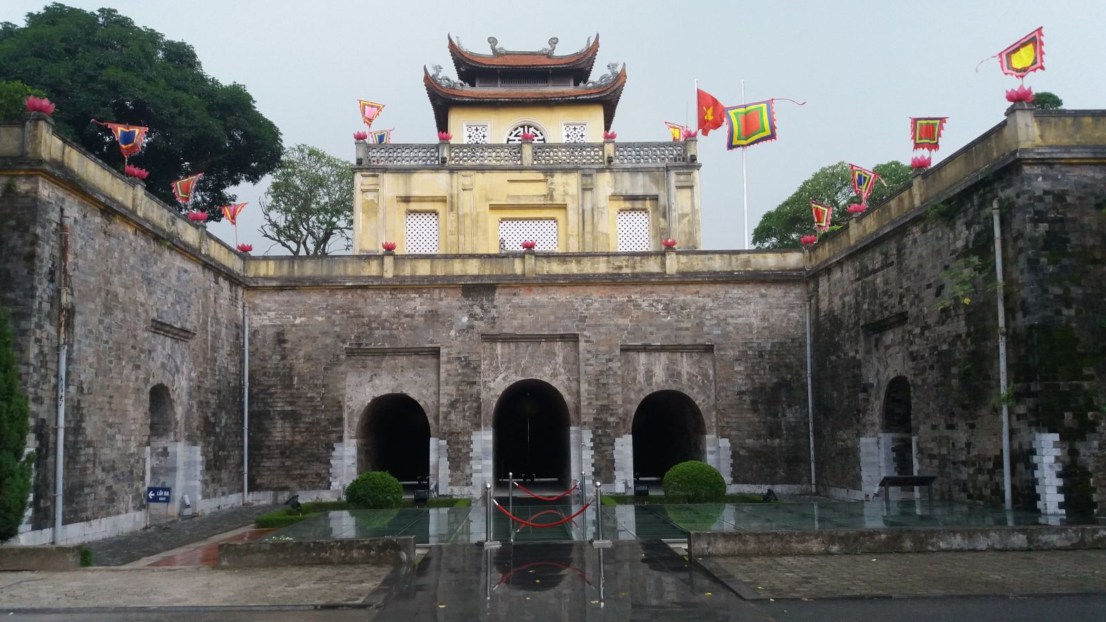 Hanoi tour package - Royal Palace