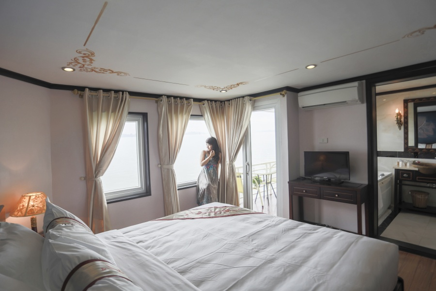 Huong Hai sealife cruise room1