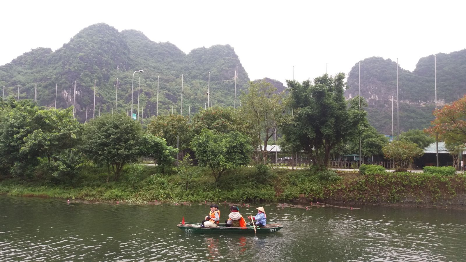 Ninh Binh day tour to Trang An