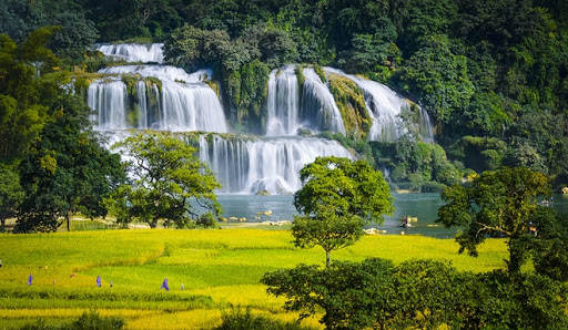 Vietnam Holiday Package- Ban Gioc waterfall