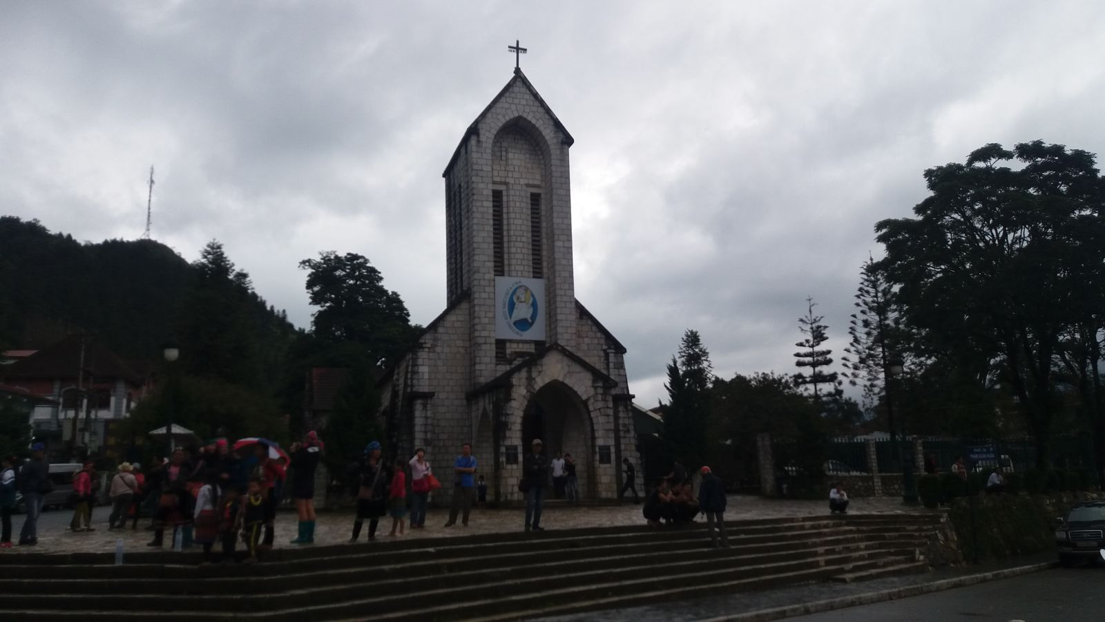 Sapa Tours- center church