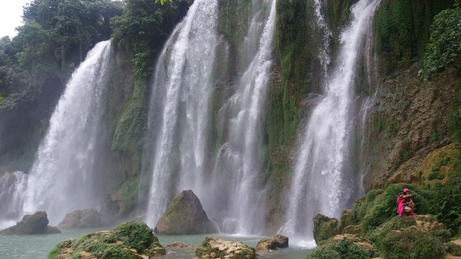 Vietnam holiday packages to Ban Gioc waterfall