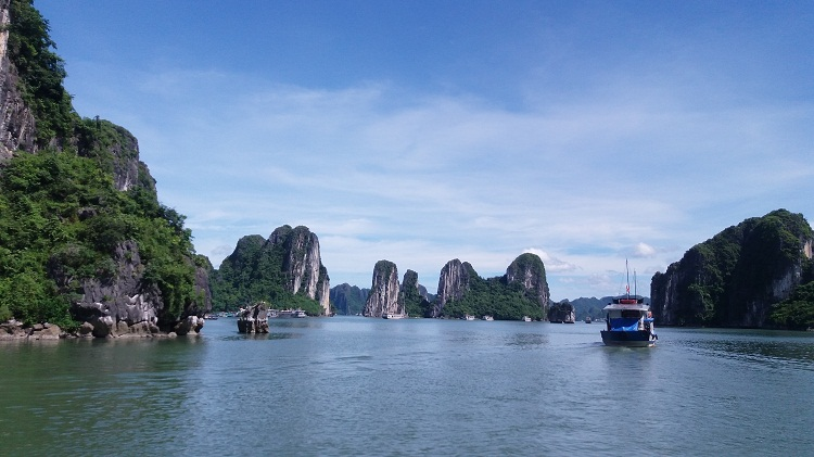 Vietnam Tours to halong bay