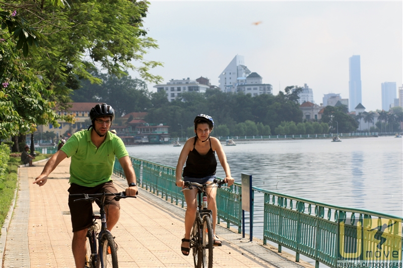 Cycling on the path of west lake
