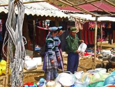 Sapa Travel Guide- Can Cau Market03
