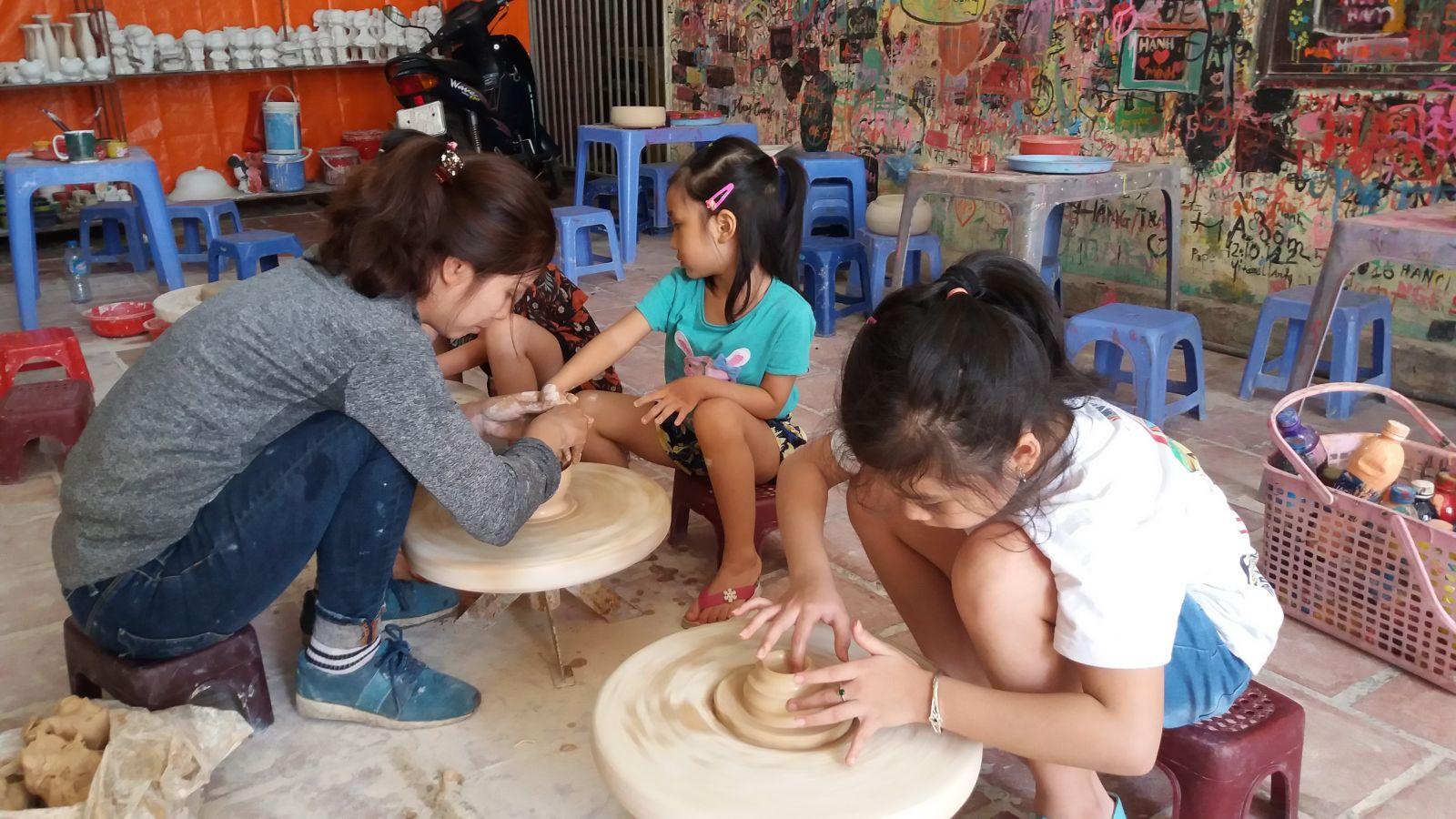 Hanoi tour to Bac Trang Pottery village