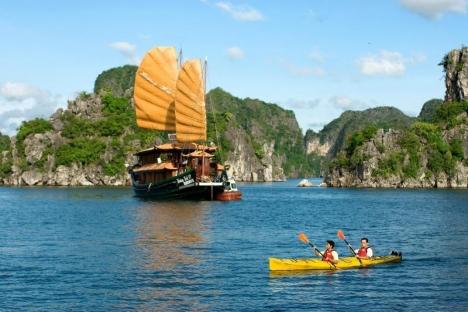 Huong Hai Junk kayak