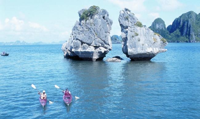 Kayaking Halong Bay2