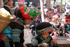 Sapa Travel Guide- Muong Hum Market1