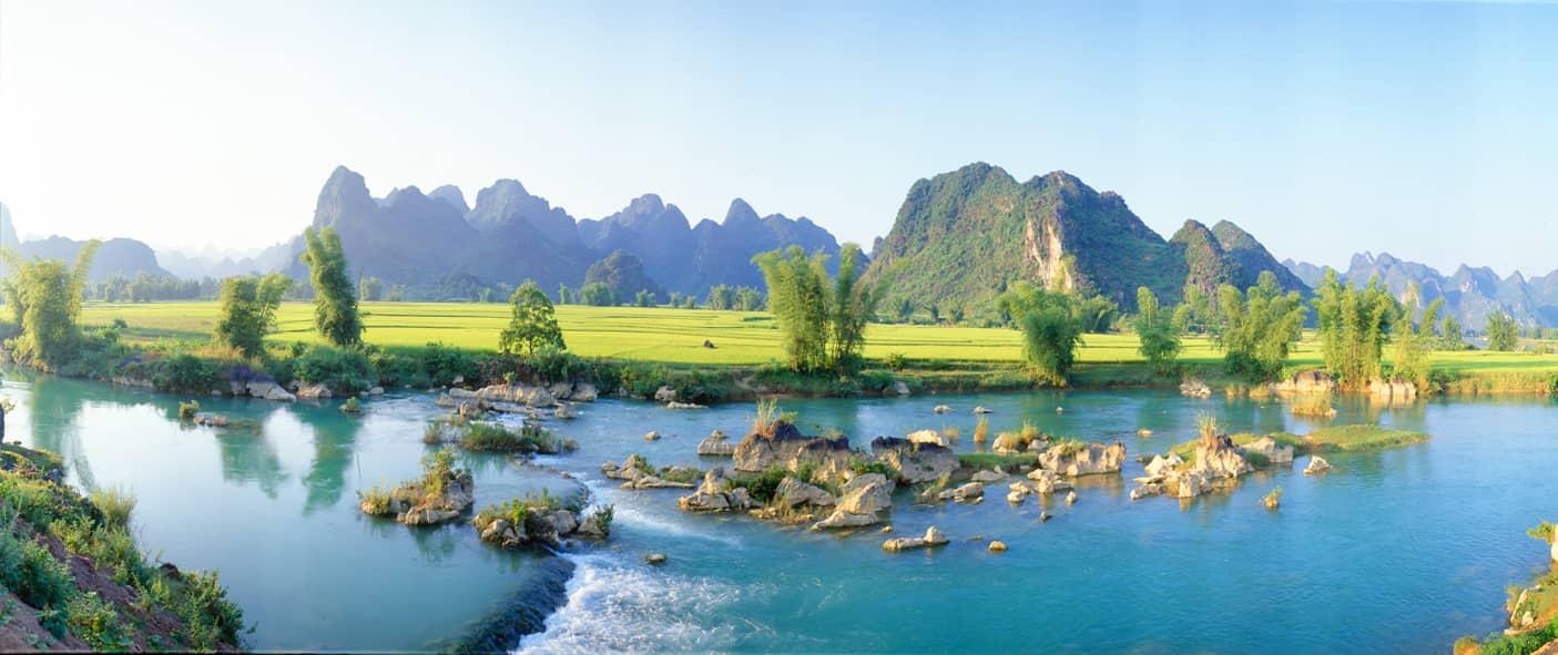 Quay Son river- mountains